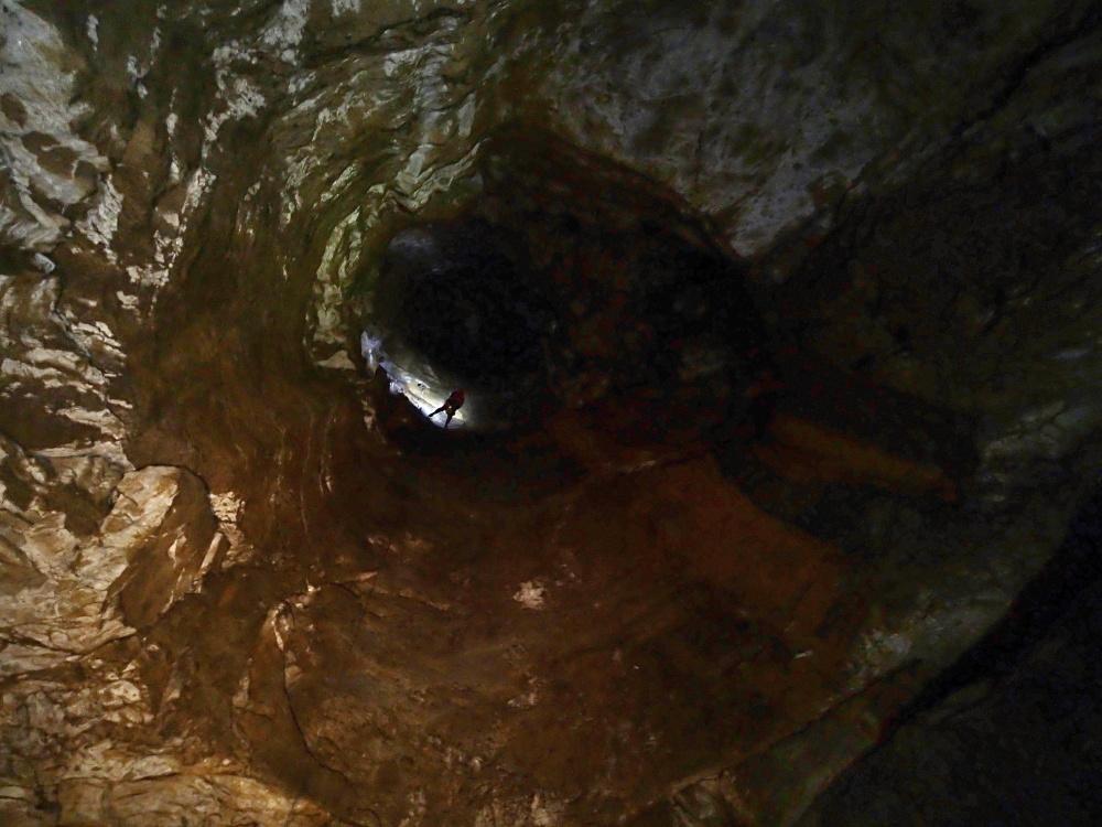 jaskinia snieżna studnia