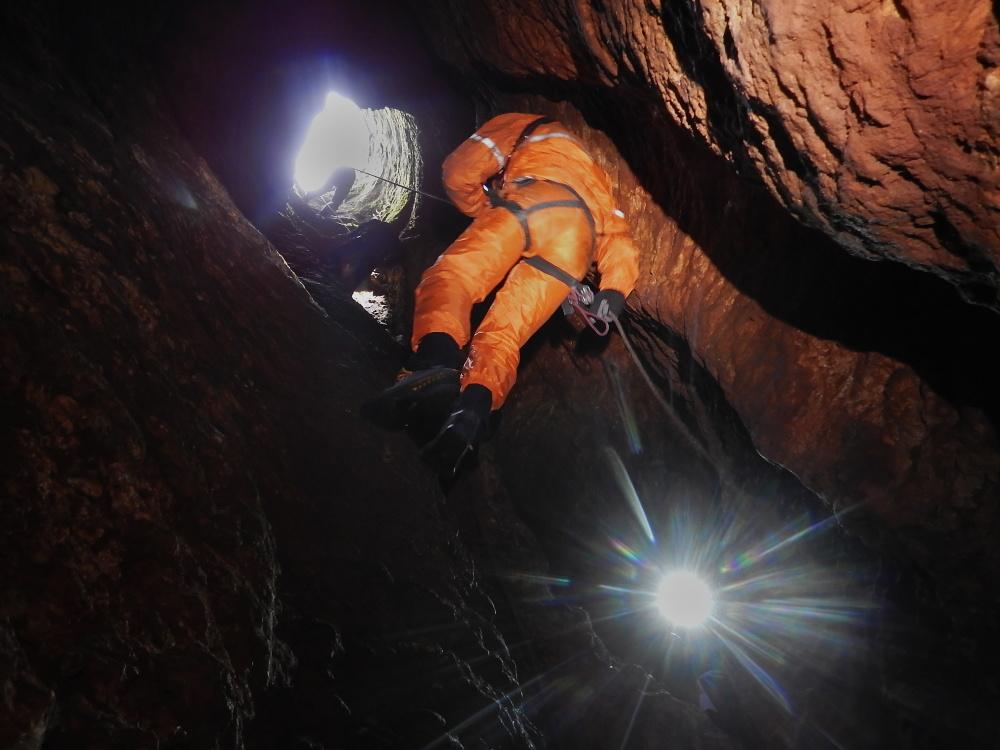 maraton-jaskiniowy-speleoklubu-bielsko-biala-jaskinia-studnia-przekatna-01-jpg