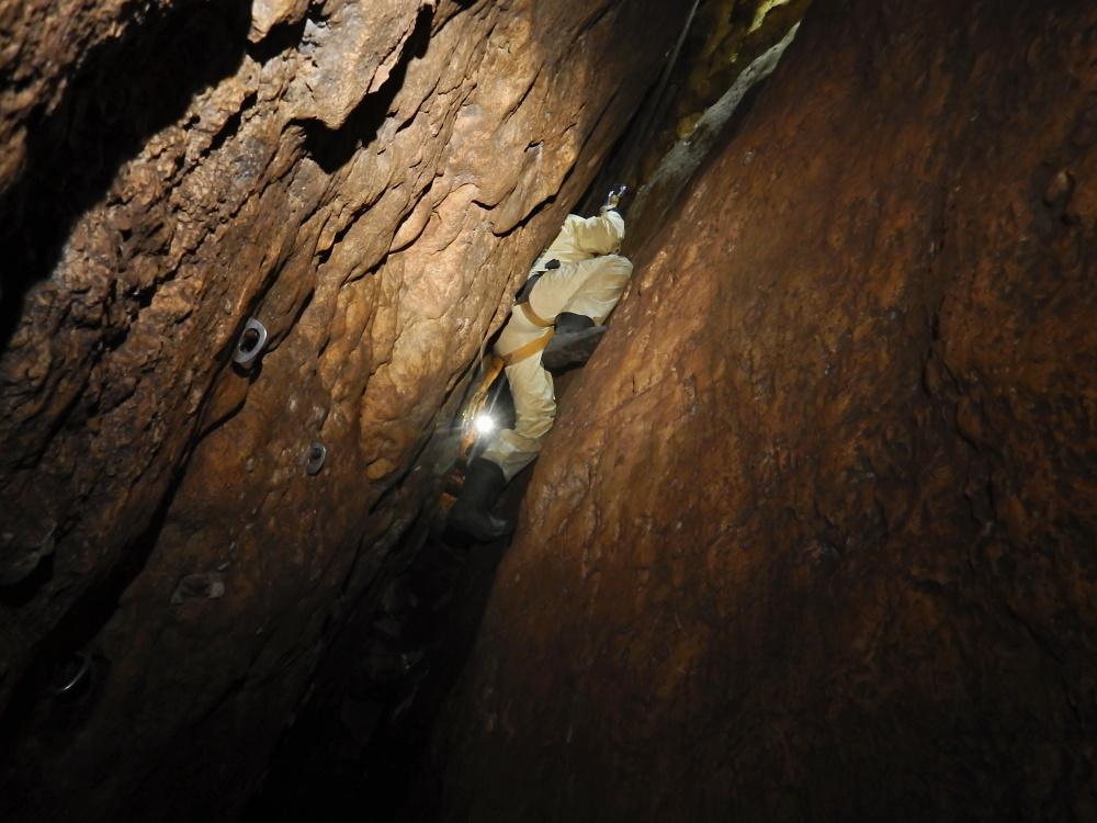 maraton-jaskiniowy-speleoklubu-bielsko-biala-jaskinia-pietrowa-szczelina-05-jpg
