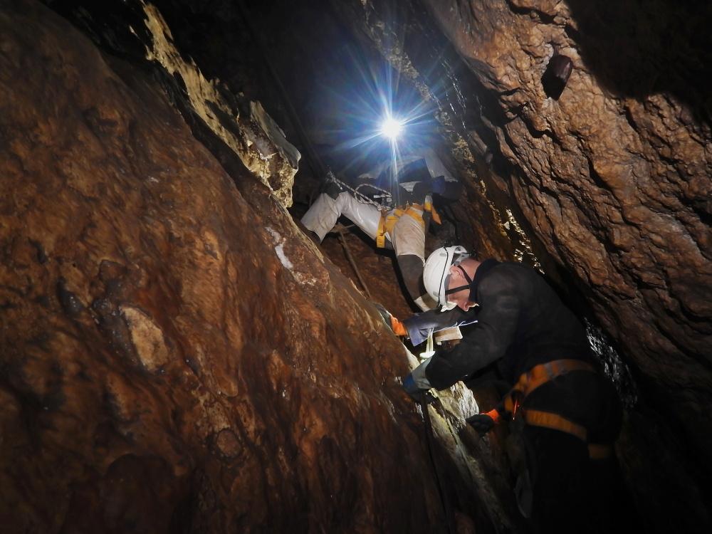 maraton-jaskiniowy-speleoklubu-bielsko-biala-jaskinia-pietrowa-szczelina-09-jpg